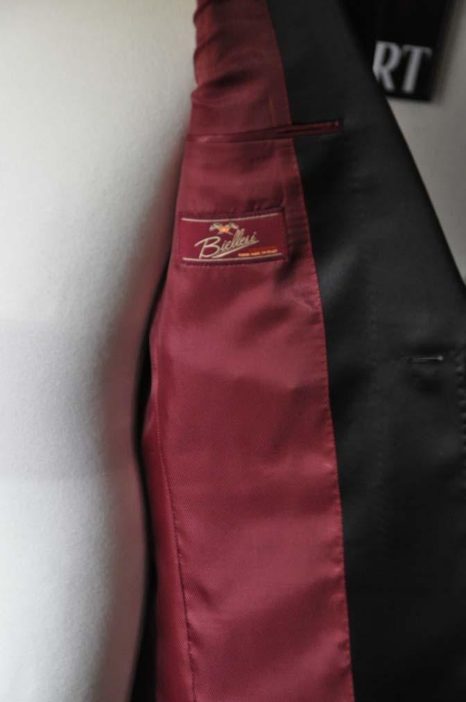 DSC19351 お客様のウエディング衣装のタキシードが仕上がってまいりましたのでご紹介いたします。