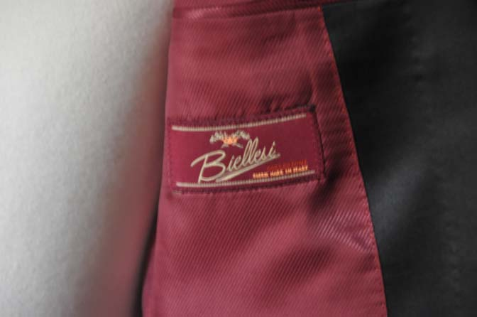 DSC19362 お客様のウエディング衣装のタキシードが仕上がってまいりましたのでご紹介いたします。