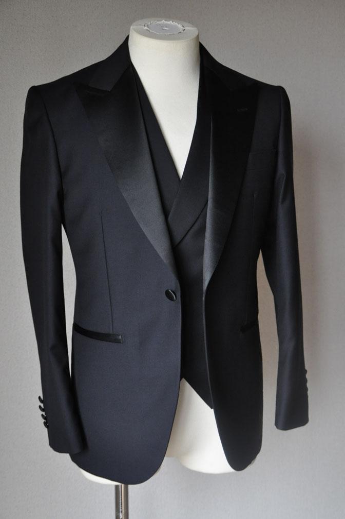 DSC19391 お客様のウエディング衣装の紹介-ダークネイビータキシード ダブルジレ-