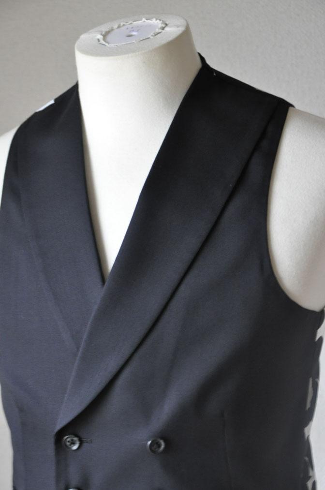DSC19451 お客様のウエディング衣装の紹介-ダークネイビータキシード ダブルジレ-