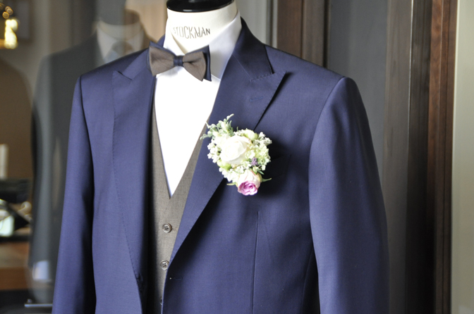 DSC1947-1 オーダータキシード(新郎衣装)の紹介-Biellesiネイビースーツ ブラウンベスト-
