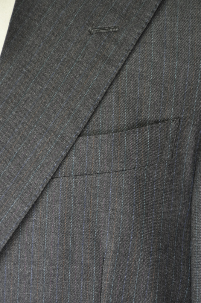 DSC19511 お客様のスーツの紹介-EUROTEX グレーストライプ-