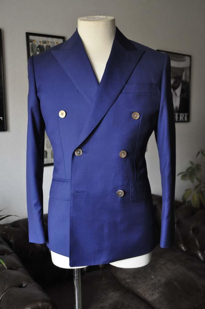 DSC19552 お客様のスーツの紹介-Biellesi 無地ネイビーダブルスーツ-