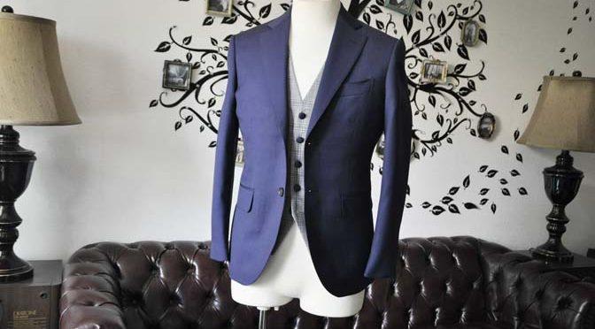 お客様のウエディング衣装の紹介- Biellesi無地ネイビースーツ グレーチェックベスト-