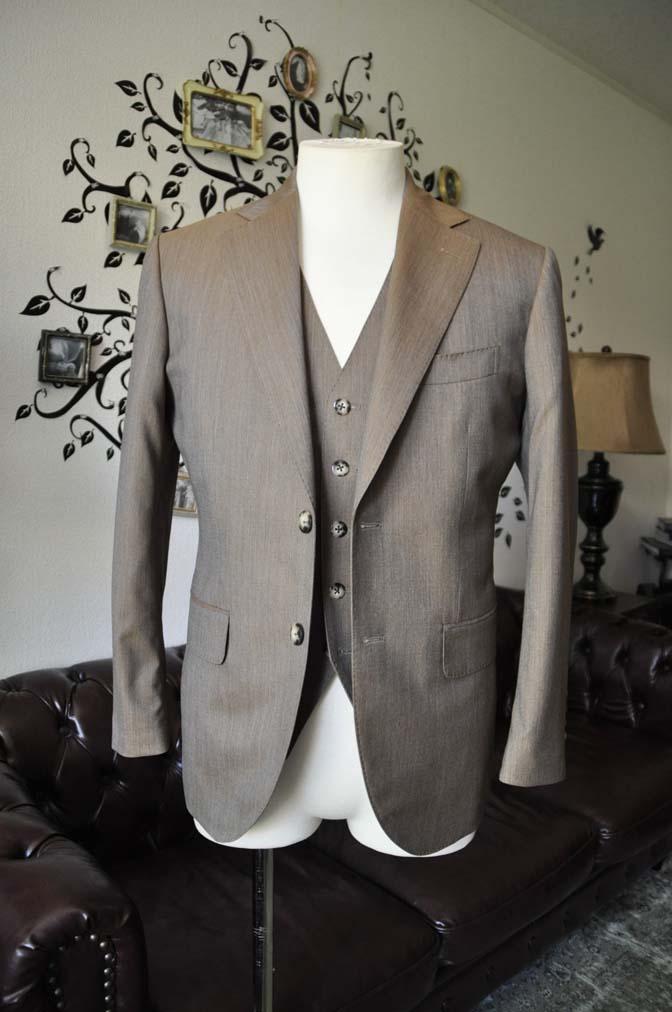 DSC1988-1 お客様のスーツの紹介-御幸毛織 無地ブラウンスリーピース-