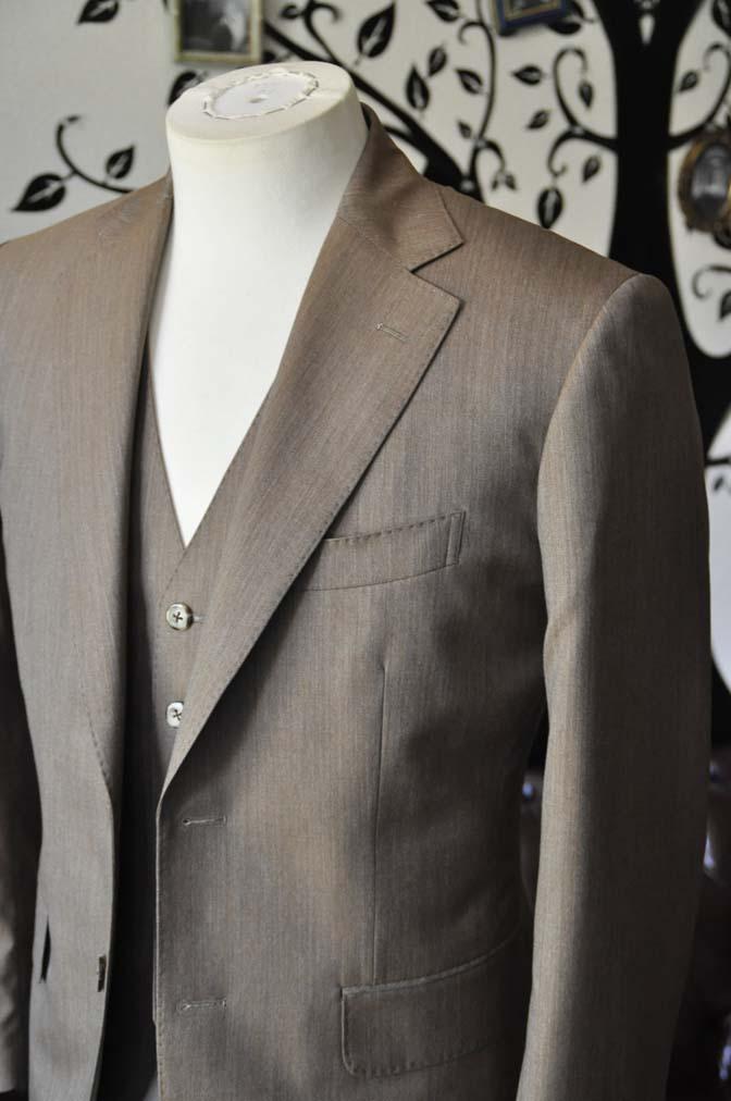 DSC1989-1 お客様のスーツの紹介-御幸毛織 無地ブラウンスリーピース- 名古屋の完全予約制オーダースーツ専門店DEFFERT