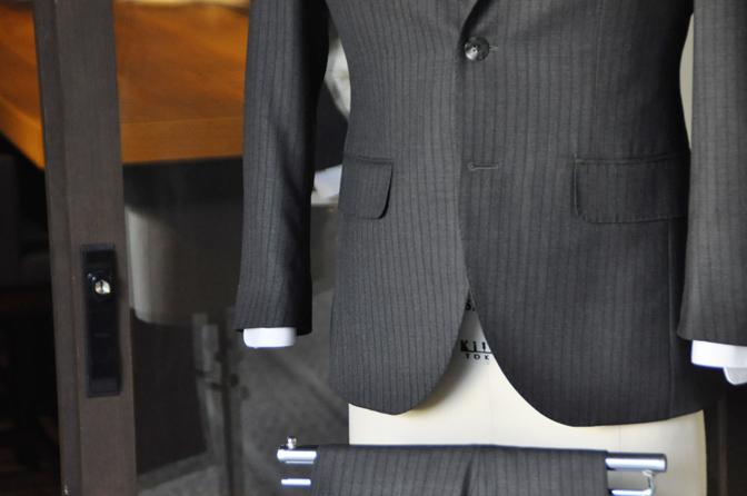 DSC1989-2 オーダースーツの紹介-グレーストライプスーツ- 名古屋の完全予約制オーダースーツ専門店DEFFERT