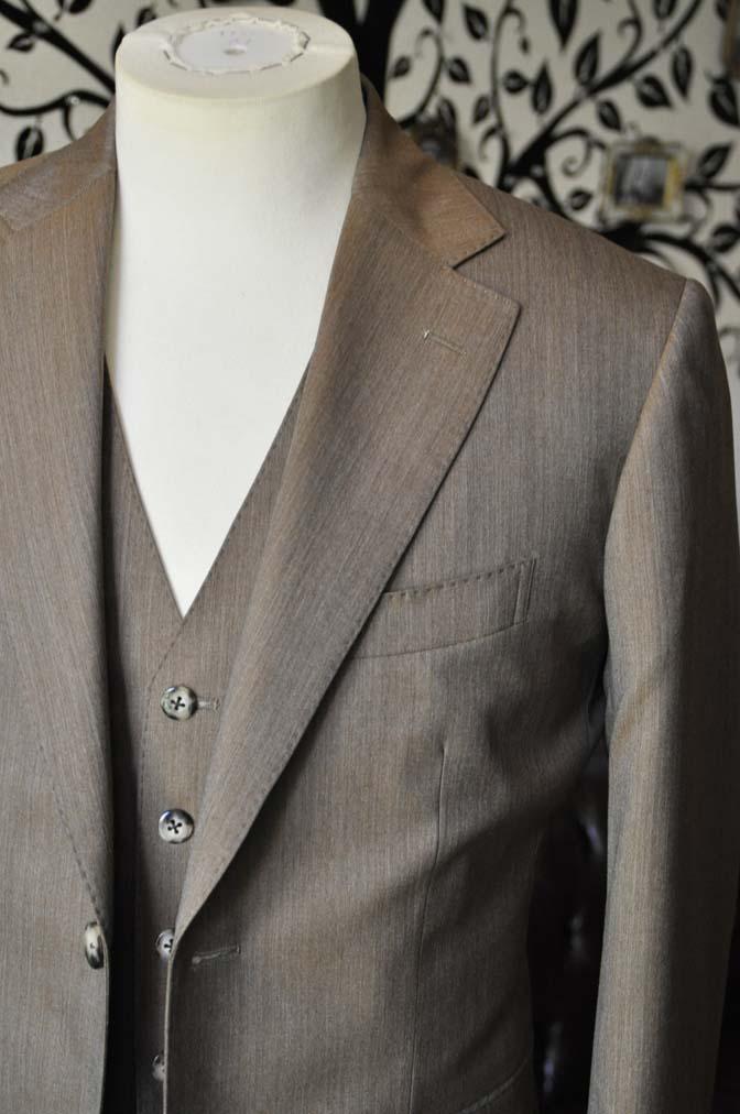 DSC1994-1 お客様のスーツの紹介-御幸毛織 無地ブラウンスリーピース-