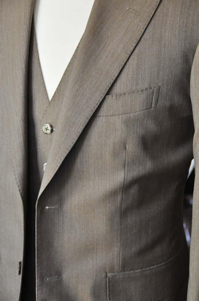DSC1995-1 お客様のスーツの紹介-御幸毛織 無地ブラウンスリーピース- 名古屋の完全予約制オーダースーツ専門店DEFFERT