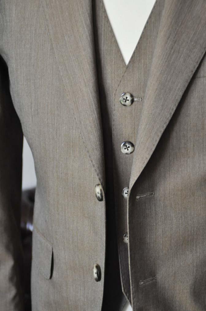 DSC1996 お客様のスーツの紹介-御幸毛織 無地ブラウンスリーピース- 名古屋の完全予約制オーダースーツ専門店DEFFERT