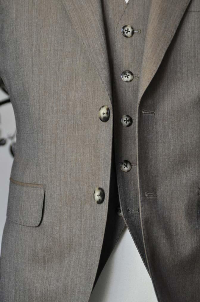 DSC1999-1 お客様のスーツの紹介-御幸毛織 無地ブラウンスリーピース- 名古屋の完全予約制オーダースーツ専門店DEFFERT