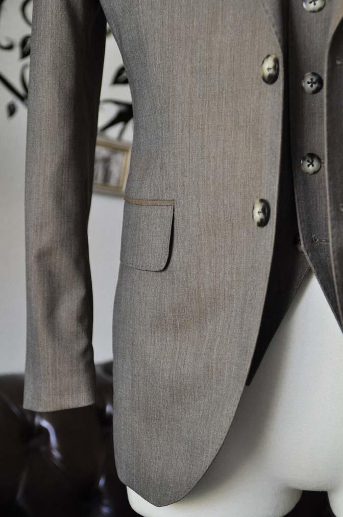 DSC2000-1 お客様のスーツの紹介-御幸毛織 無地ブラウンスリーピース-