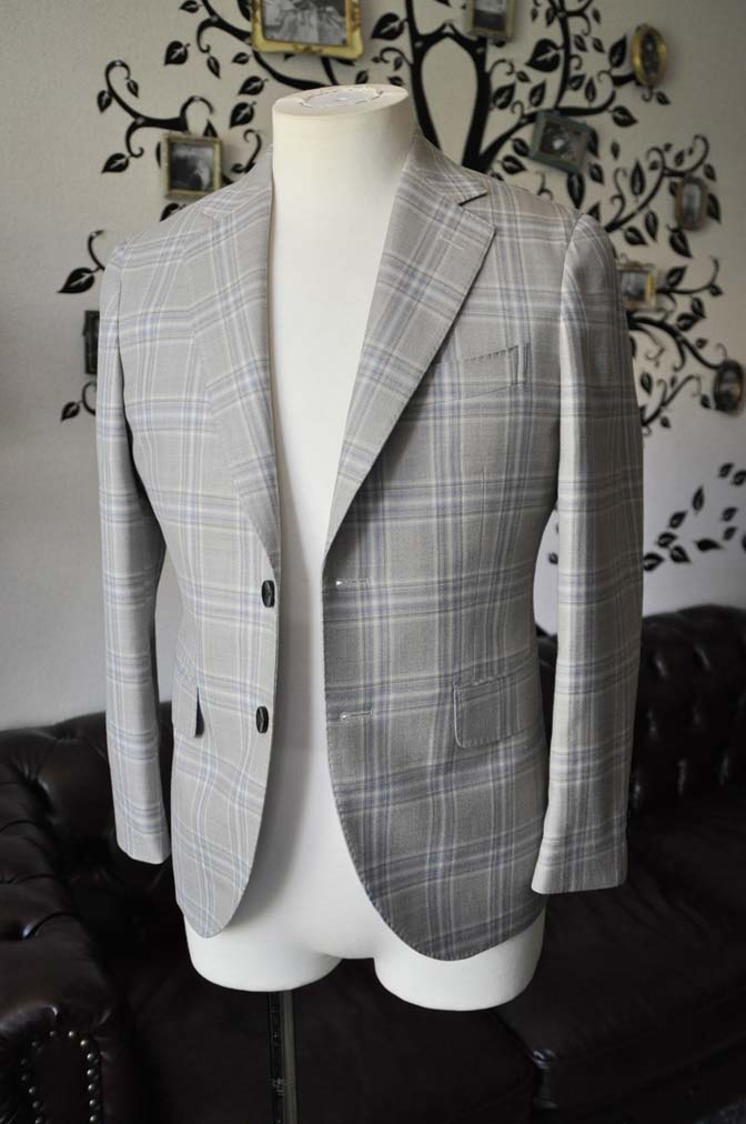 DSC2009-1 お客様のジャケットの紹介-Tallia Di Delfinoベージュチェックジャケット-