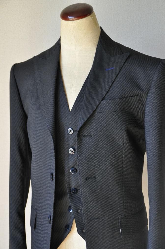 DSC2010 お客様のスーツの紹介-チャコールグレー スリーピーススーツ-