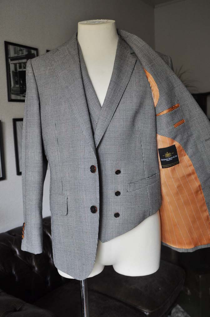 DSC20101 お客様のスーツの紹介- DUGDALE グレンチェック ダブルベスト-