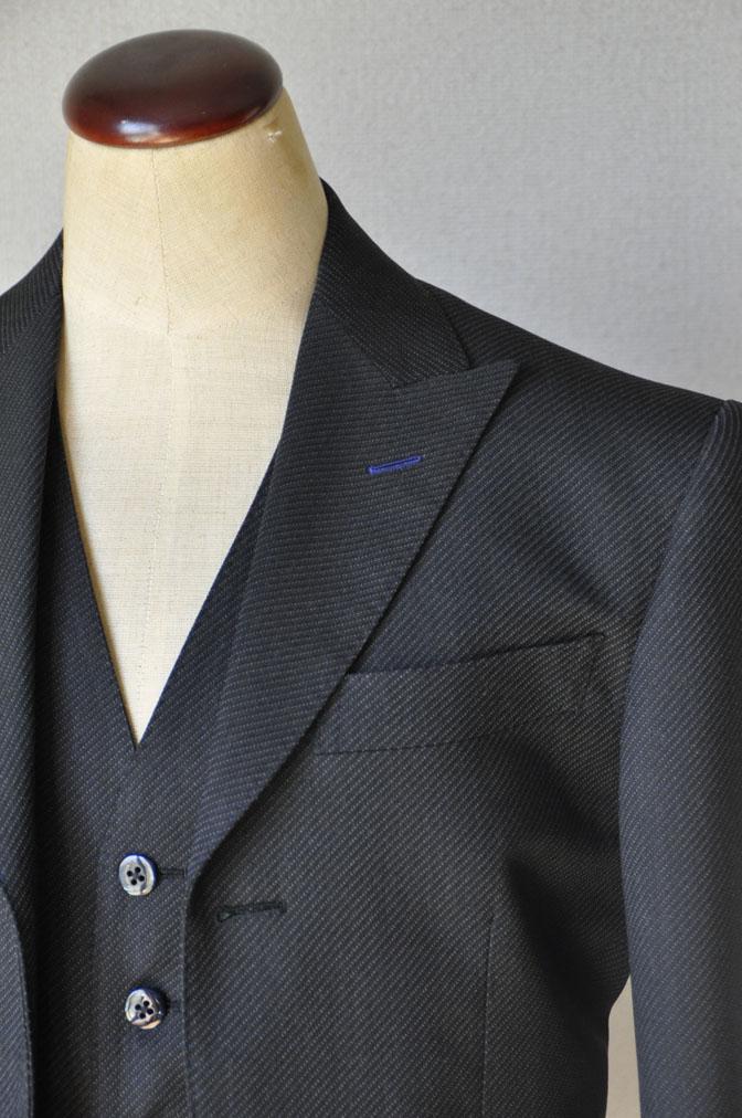DSC20111 お客様のスーツの紹介-チャコールグレー スリーピーススーツ-