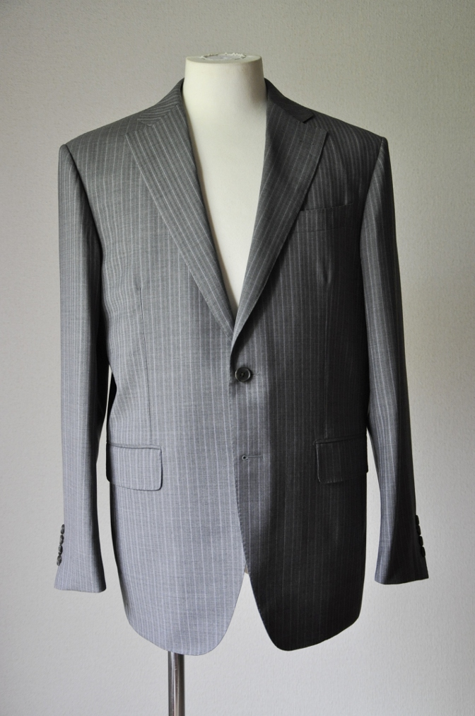 DSC2012 お客様のスーツの紹介- REDA ICESENSE グレーストライプ-