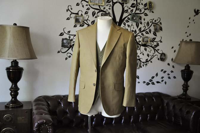 DSC2024-1 お客様のウエディング衣装の紹介- ベージュジャケット/グリーンベスト-DSC2024-1 お客様のウエディング衣装の紹介- ベージュジャケット/グリーンベスト- 名古屋市のオーダータキシードはSTAIRSへ