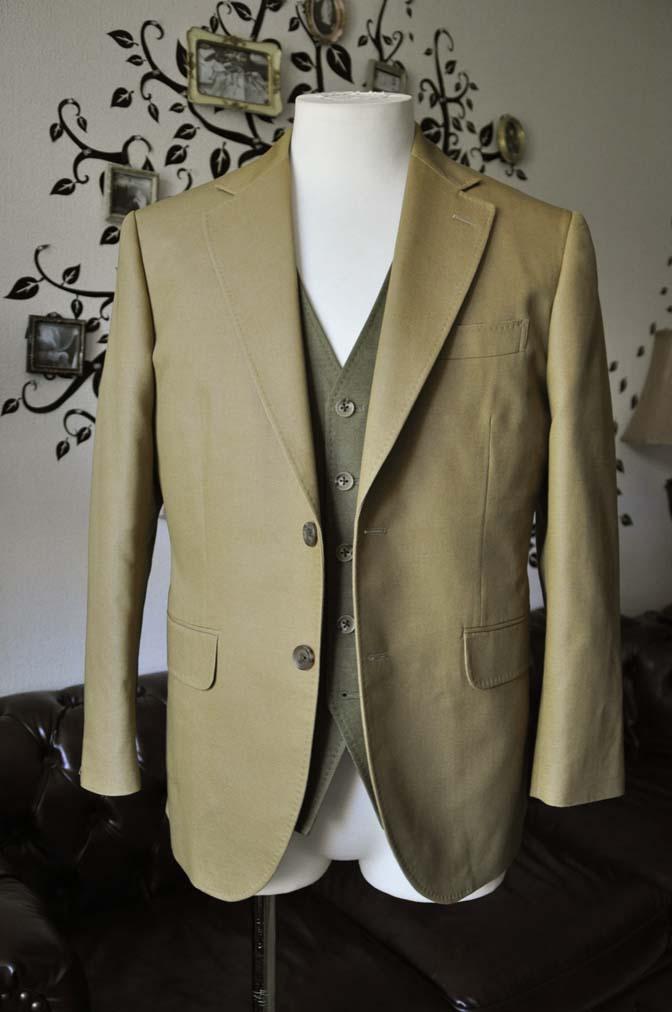 DSC2029-2 お客様のウエディング衣装の紹介- ベージュジャケット/グリーンベスト-DSC2029-2 お客様のウエディング衣装の紹介- ベージュジャケット/グリーンベスト- 名古屋市のオーダータキシードはSTAIRSへ