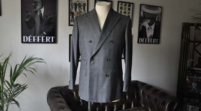 お客様のスーツの紹介- DARROWDALE グレーチェック6*2ダブルスーツ-