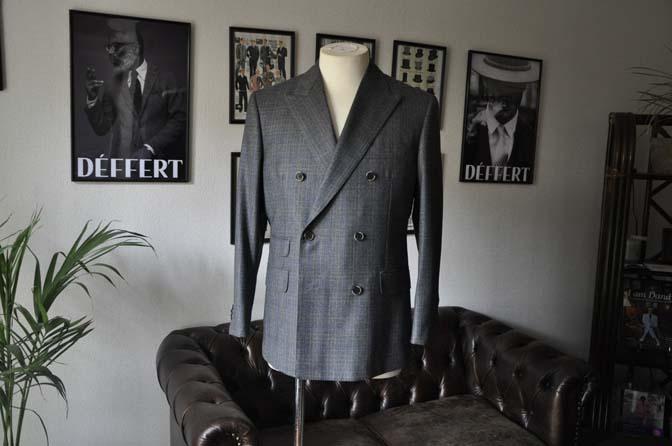 DSC20291 お客様のスーツの紹介- DARROWDALE グレーチェック6*2ダブルスーツ-
