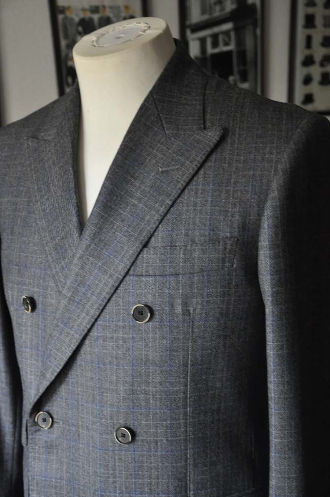 DSC20331 お客様のスーツの紹介- DARROWDALE グレーチェック6*2ダブルスーツ-