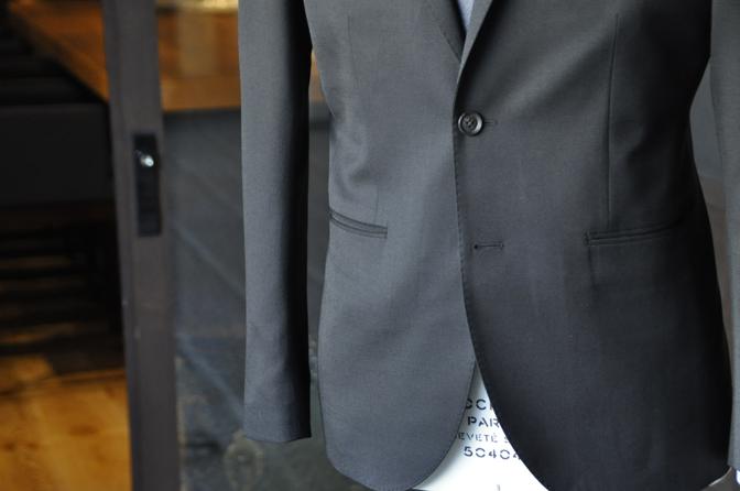 DSC2035-2 オーダースーツの紹介-ブラックスーツ-