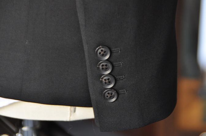 DSC2037-1 オーダースーツの紹介-ブラックスーツ-