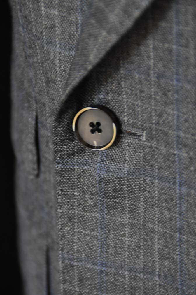 DSC20371 お客様のスーツの紹介- DARROWDALE グレーチェック6*2ダブルスーツ-
