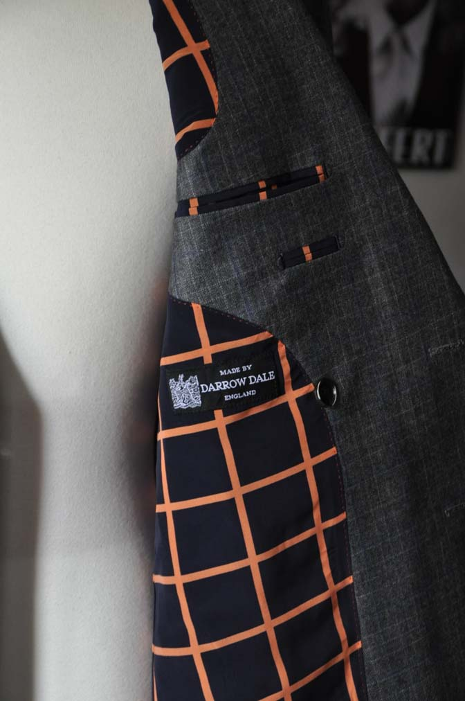 DSC20421 お客様のスーツの紹介- DARROWDALE グレーチェック6*2ダブルスーツ-