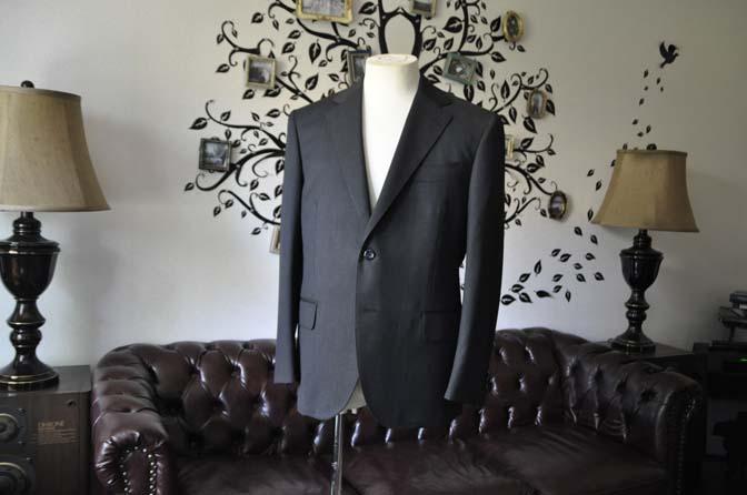 DSC2043 お客様のスーツの紹介-CANONICO無地チャコールグレースーツ-