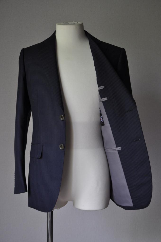 DSC2044-680x1024 お客様のスーツの紹介-ALFRED BROWN ネイビーストライプ- 名古屋の完全予約制オーダースーツ専門店DEFFERT