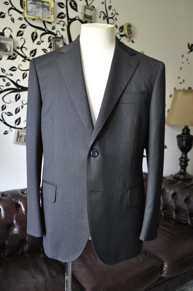 DSC2046-1 お客様のスーツの紹介-CANONICO無地チャコールグレースーツ-