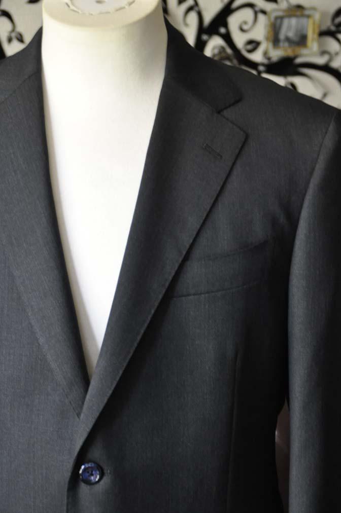 DSC2049-1 お客様のスーツの紹介-CANONICO無地チャコールグレースーツ-
