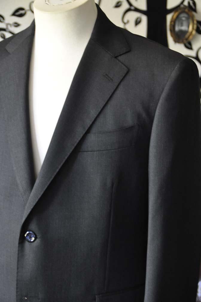 DSC2050-1 お客様のスーツの紹介-CANONICO無地チャコールグレースーツ-