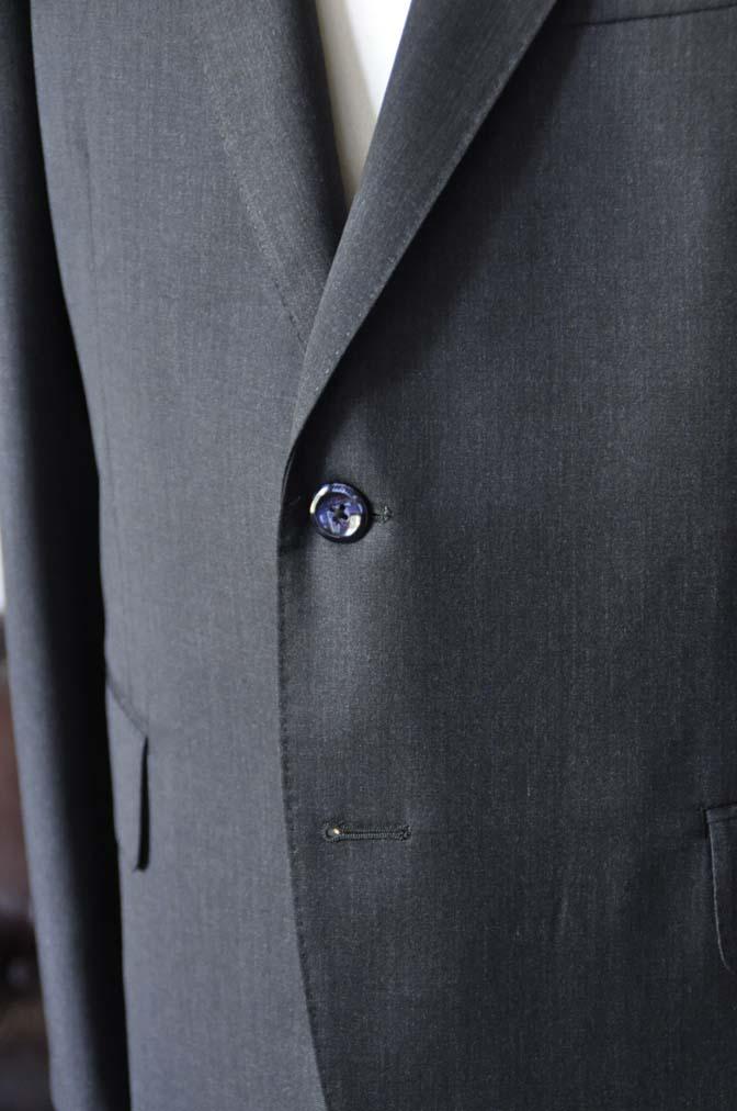 DSC2051-1 お客様のスーツの紹介-CANONICO無地チャコールグレースーツ-