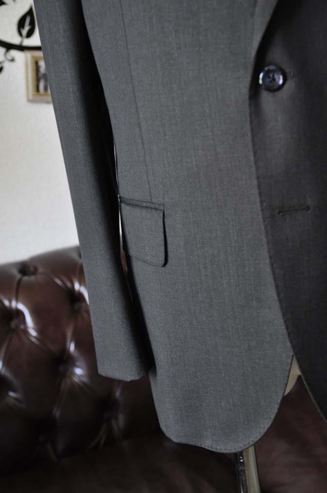 DSC2052-1 お客様のスーツの紹介-CANONICO無地チャコールグレースーツ-