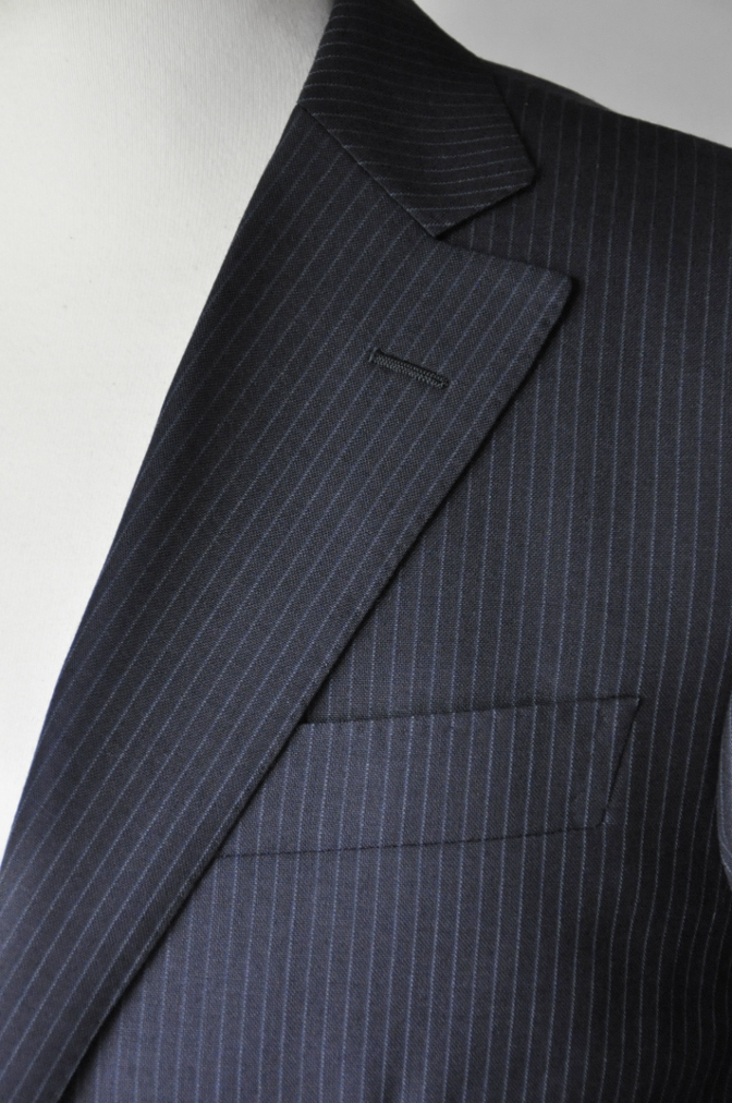 DSC20531 お客様のスーツの紹介-ALFRED BROWN ネイビーストライプ- 名古屋の完全予約制オーダースーツ専門店DEFFERT