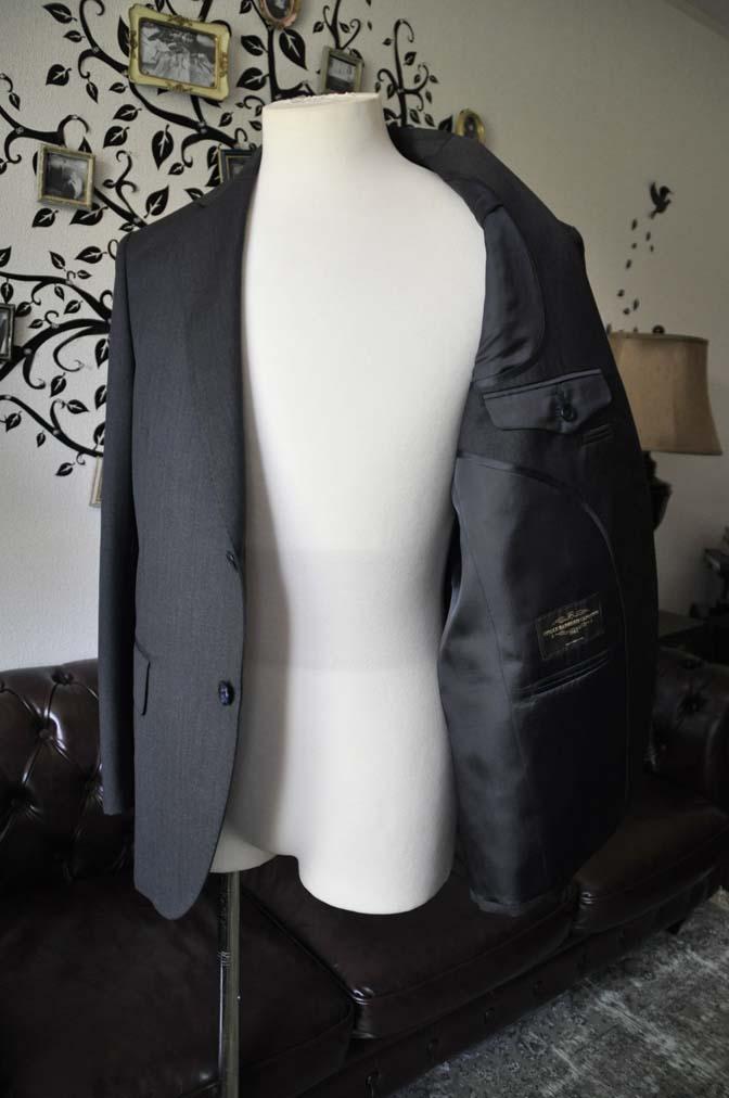 DSC2057-1 お客様のスーツの紹介-CANONICO無地チャコールグレースーツ-
