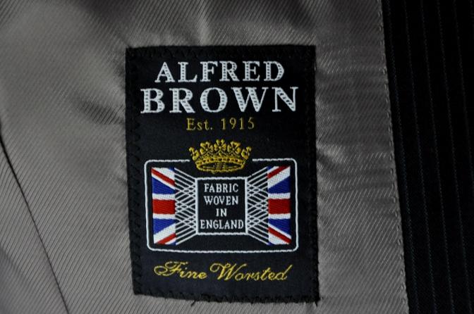 DSC20571 お客様のスーツの紹介-ALFRED BROWN ネイビーストライプ- 名古屋の完全予約制オーダースーツ専門店DEFFERT