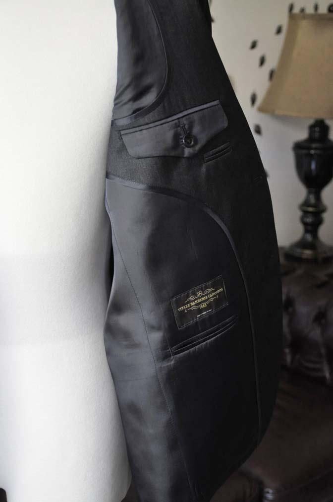 DSC2058-1 お客様のスーツの紹介-CANONICO無地チャコールグレースーツ-