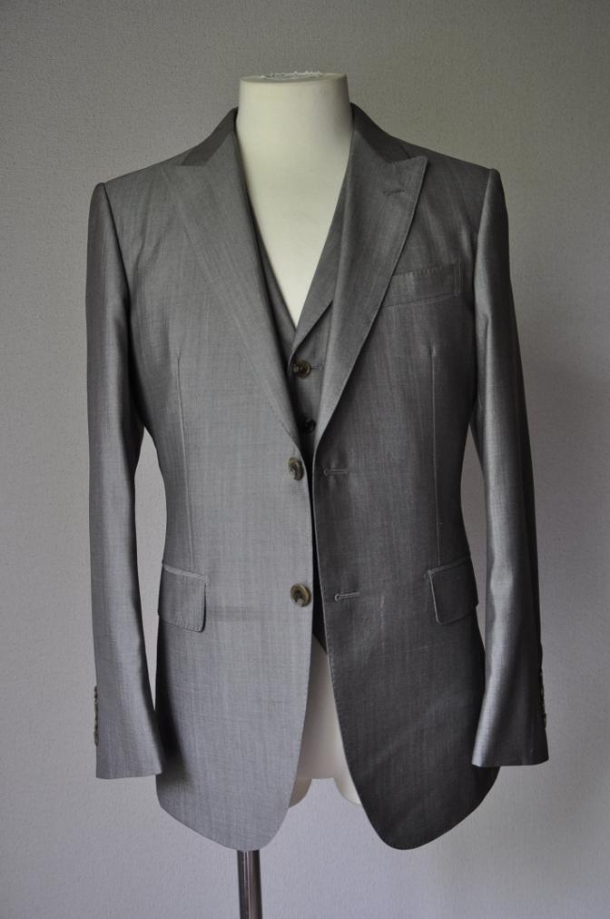 DSC20611 お客様のウエディング衣装の紹介- グレースリーピーススーツ-