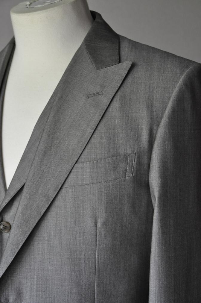 DSC2062 お客様のウエディング衣装の紹介- グレースリーピーススーツ-