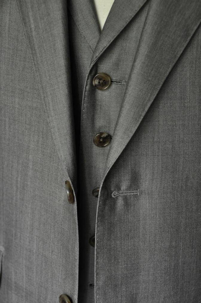DSC2068 お客様のウエディング衣装の紹介- グレースリーピーススーツ-