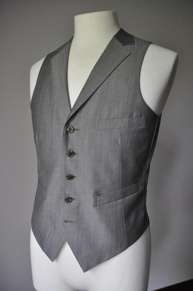 DSC2072 お客様のウエディング衣装の紹介- グレースリーピーススーツ-