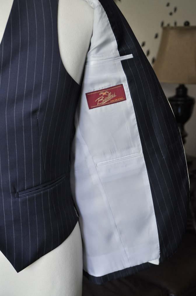 DSC2082-1 お客様のウエディング衣装の紹介- Biellesiネイビーストライプパイピングジャケット-DSC2082-1 お客様のウエディング衣装の紹介- Biellesiネイビーストライプパイピングジャケット- 名古屋市のオーダータキシードはSTAIRSへ