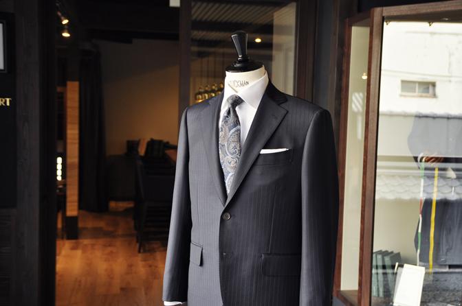 DSC2086-1 オーダースーツの紹介-SCABAL THE ROYAL ネイビーストライプスーツ- 名古屋の完全予約制オーダースーツ専門店DEFFERT