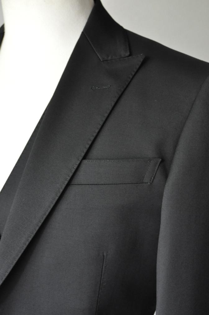 DSC20861 お客様のスーツの紹介- BIELLESI ブラックスリーピーススーツ-