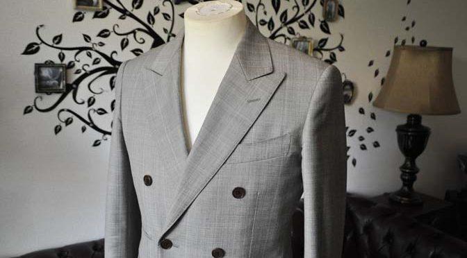 スーツのパーツ名称「ピークドラペル」