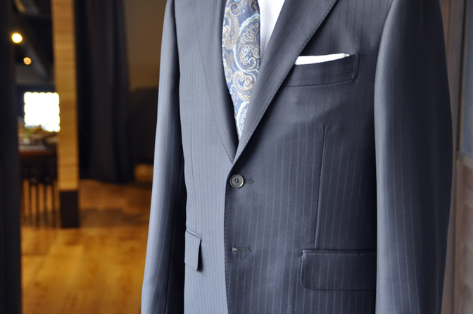 DSC2093-1 オーダースーツの紹介-SCABAL THE ROYAL ネイビーストライプスーツ- 名古屋の完全予約制オーダースーツ専門店DEFFERT